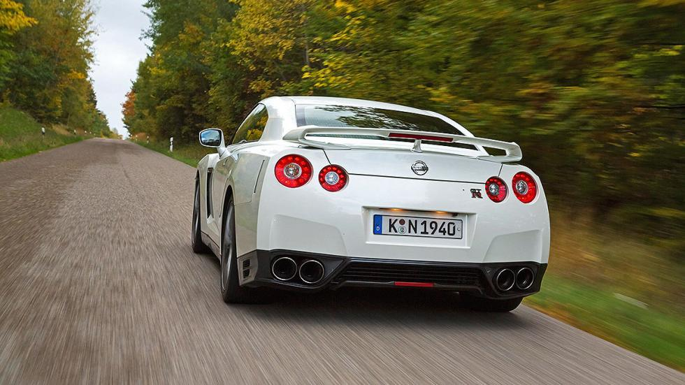 7: Nissan GT-R Black Edition.  0-200 km/h: 10,8 s.