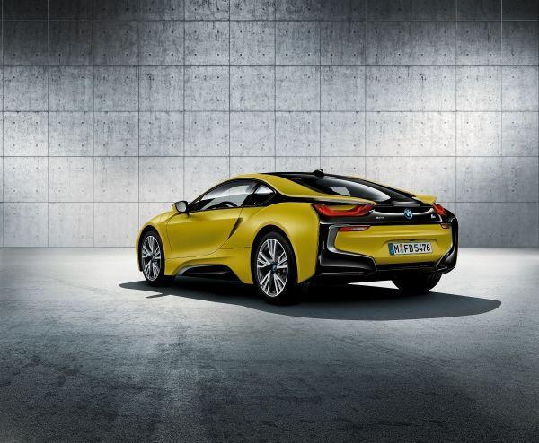 El nuevo BMW i8 Frozen Yellow Edition, en el Salón de Ginebra 2017.