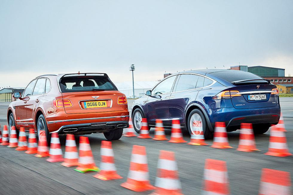 Tesla Model X vs Bentley Bentayga