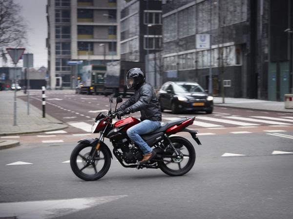 Nueva-Yamaha-YS125-5