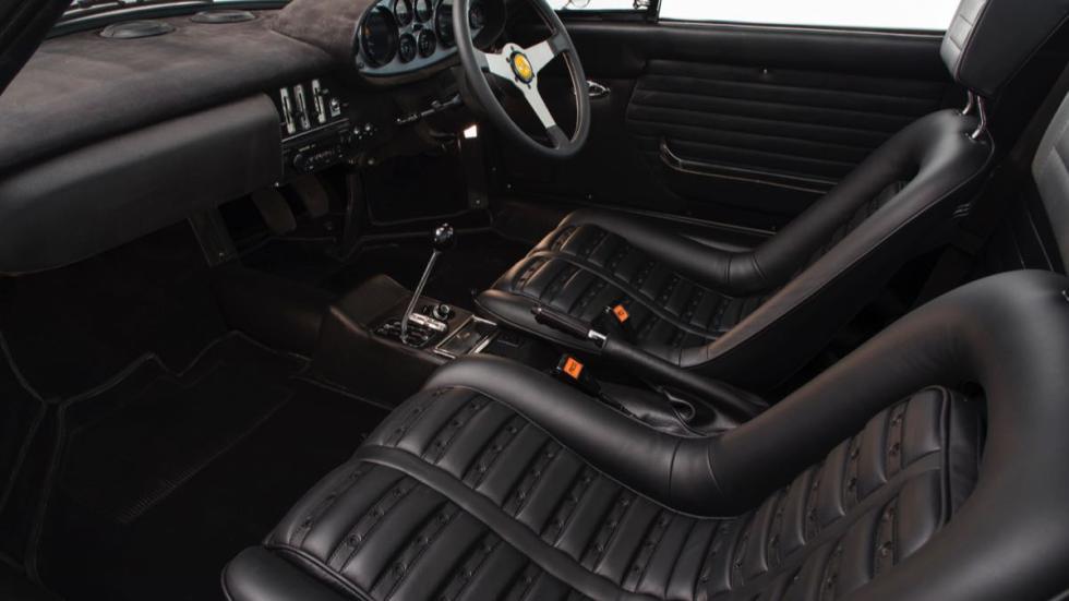 Ferrari Dino 1974 asientos