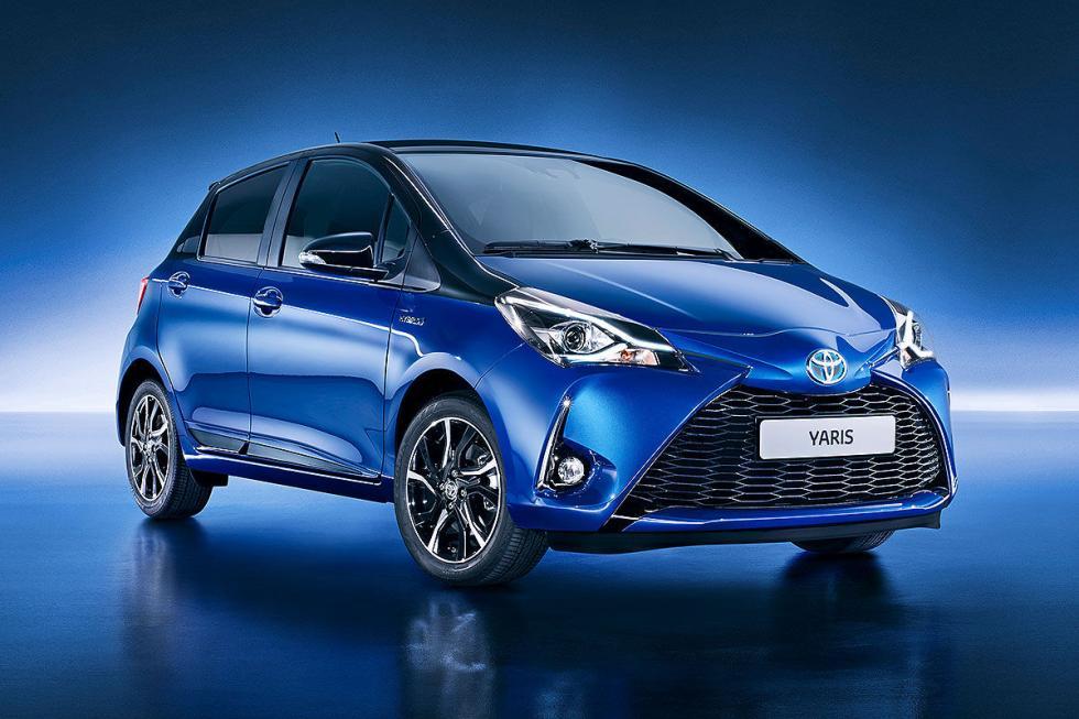 """Facelift del Toyota Yaris, que continúa el frontal de la marca en """"X"""", y estrena"""