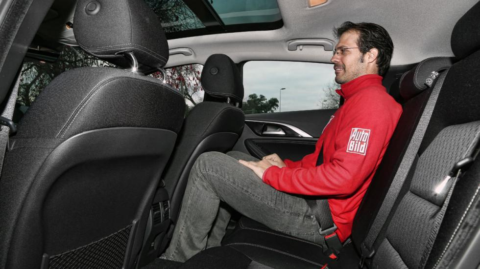 Infiniti QX30 asientos traseros