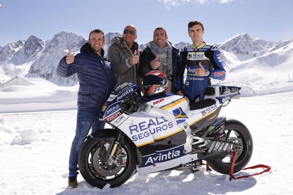 Presentacion-Reale-Avintia-Racing-2017-10