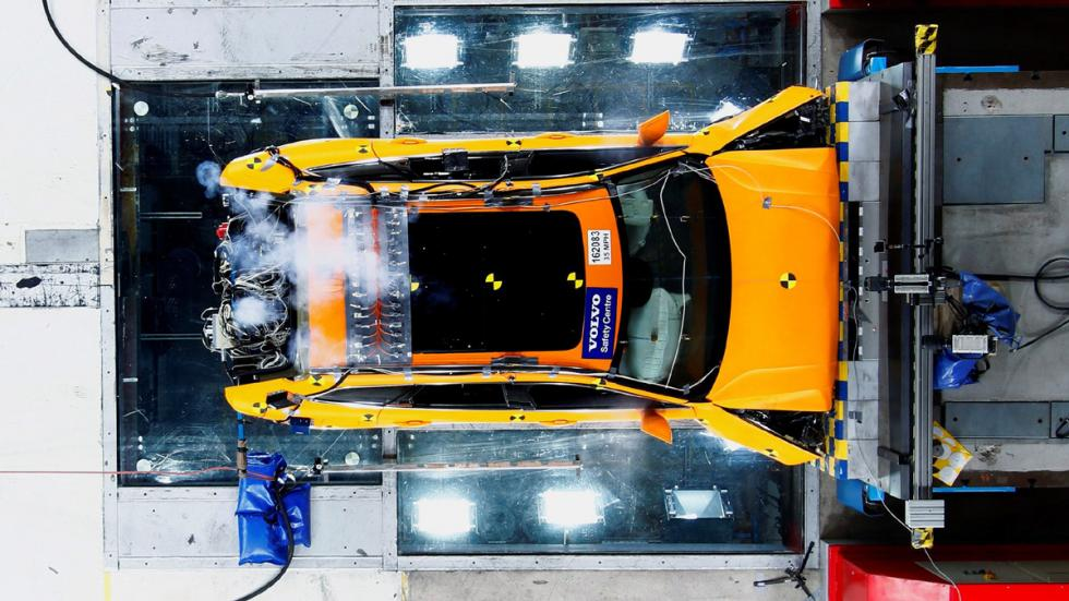 Volvo XC60 2017 crash test