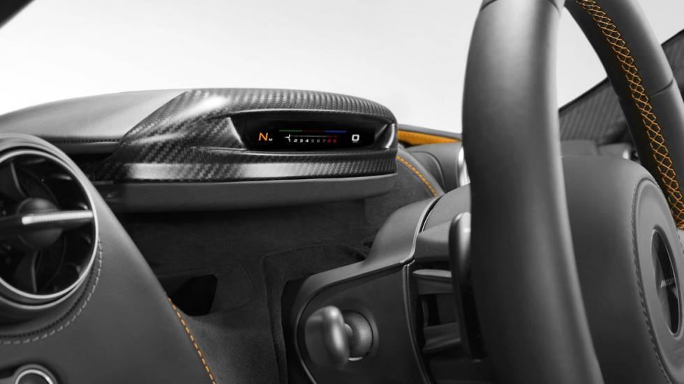 McLaren 720S detalle cuadro mandos