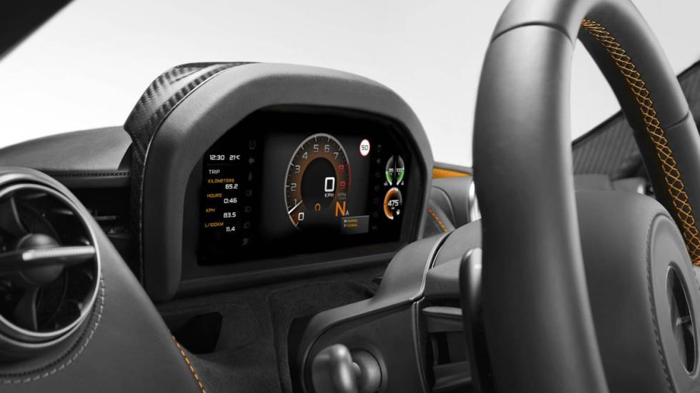 McLaren 720S detalle cuadro mandos 2