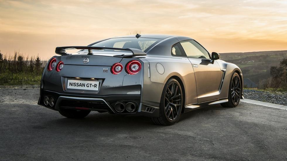 8-deportivos-transformados-pick-up-Nissan-GT-R