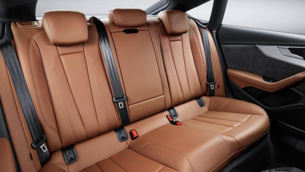 razones-comprar-Audi-A5-habitáculo-trasera