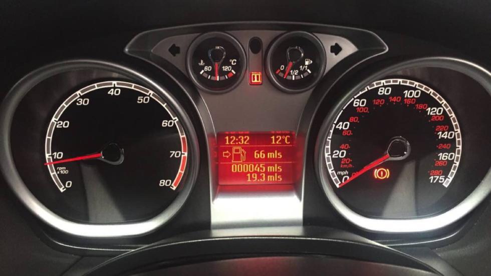 Ford Focus RS 2009 cuadro de mandos