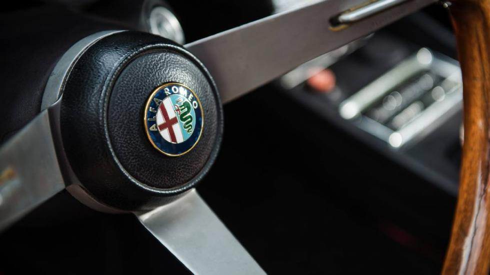 Alfa Romeo Montreal 1972 volante