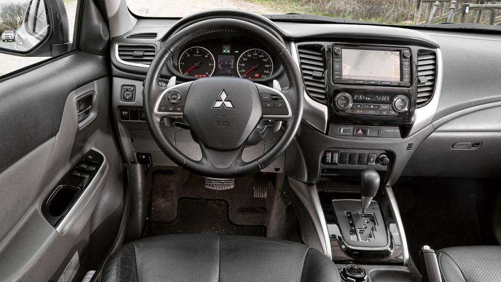 Mitsubishi L200 Double Cab 250 DI-D habitáculo