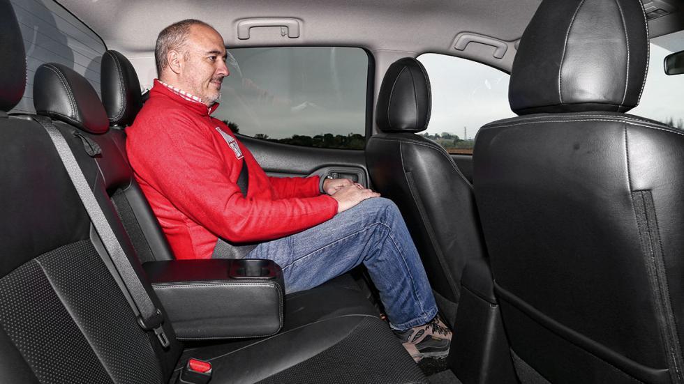 Mitsubishi L200 Double Cab 250 DI-D asientos traseros