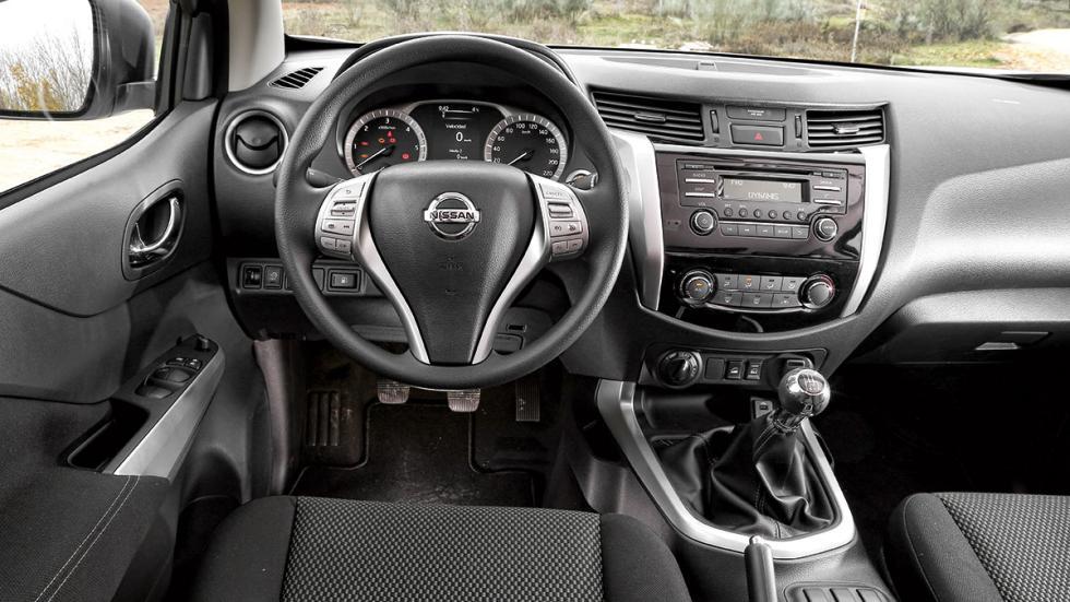 Nissan NP300 Navara 2.3 dCi Doble Cabina habitáculo