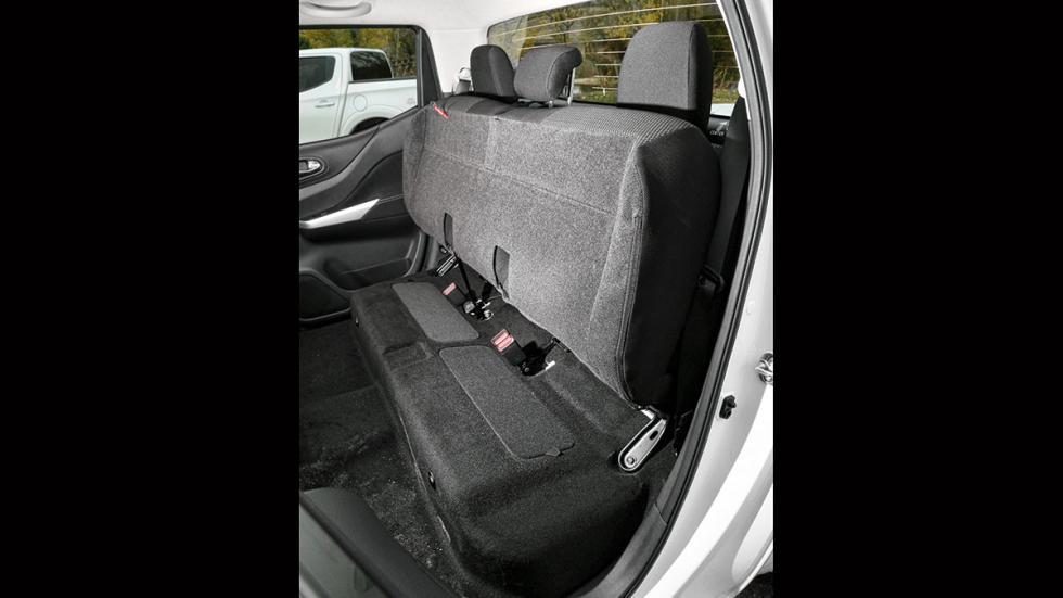 Nissan NP300 Navara 2.3 dCi Doble Cabina asientos traseros