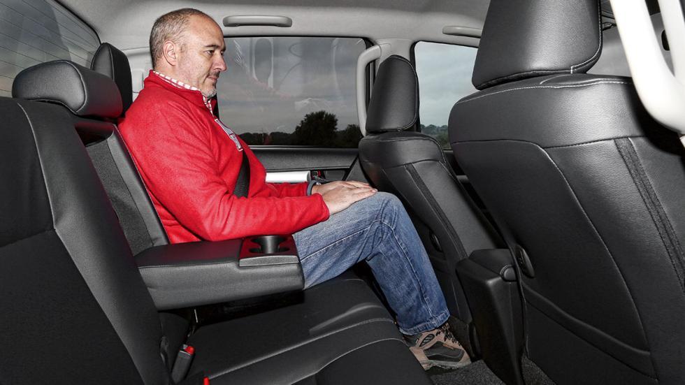 Toyota Hilux 2.4 D Cabina Doble plazas traseros