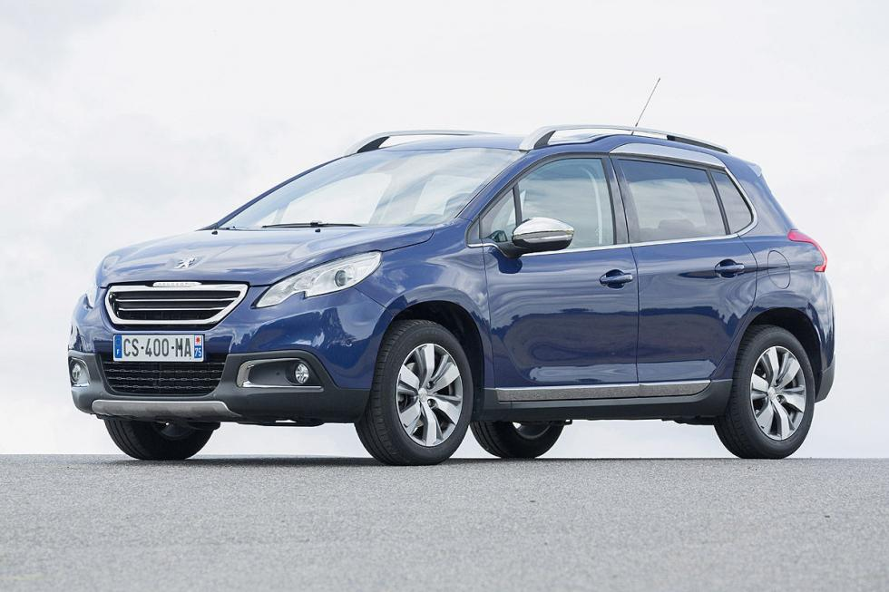 Los dos modelos acaban de recibir un facelift. El Opel es en general, más equili