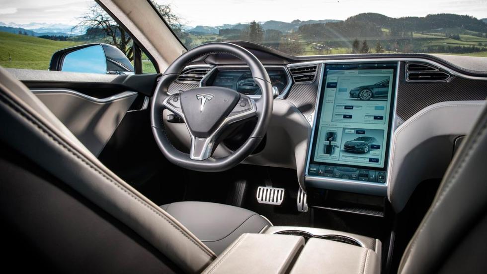 Tesla Model S interior atasco