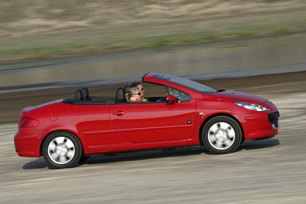 Peugeot 307 CC. El informe TÜV suele advertir de fallos en la capota. También en