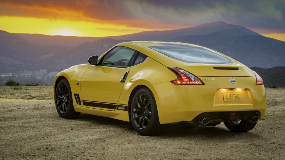 Nissan 370Z Heritage Edition trasera