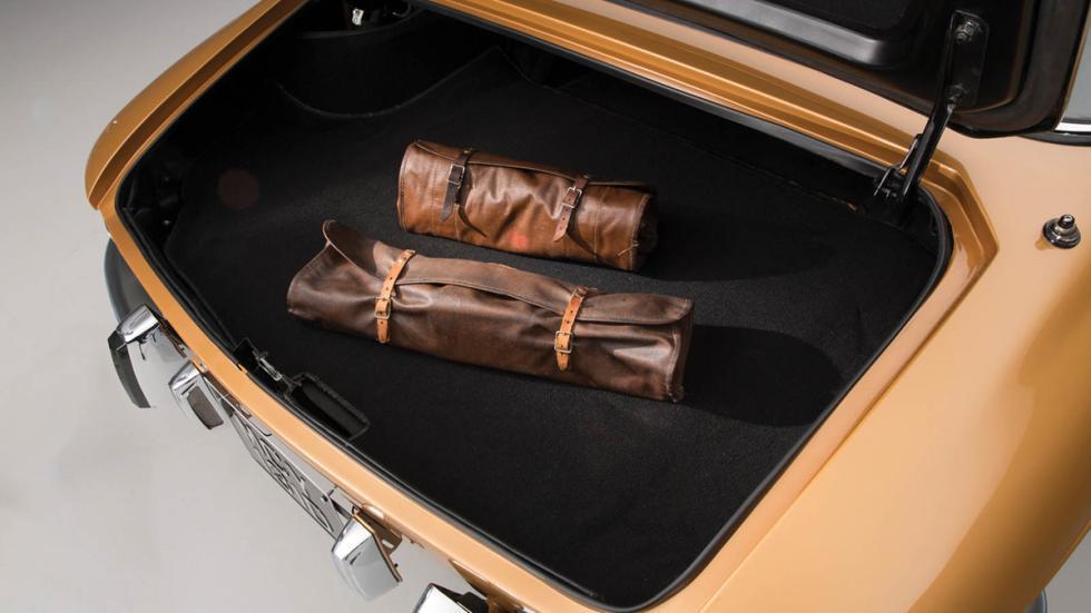 subasta Ferrari 330 GTC 1966 herramientas