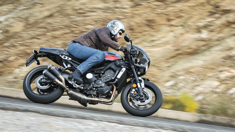 Prueba-Yamaha-XSR-900-Abarth-acción