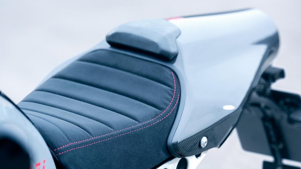 Prueba-Yamaha-XSR-900-Abarth-asiento