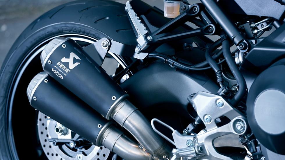 Prueba-Yamaha-XSR-900-Abarth-escapes-Akrapovic