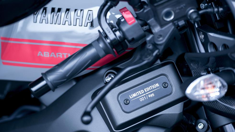 Prueba-Yamaha-XSR-900-Abarth-serie-limitada-695