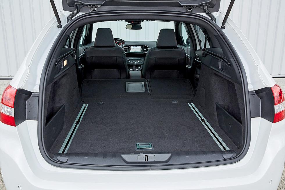 Peugeot 308 SW vs Skoda Octavia Combi: