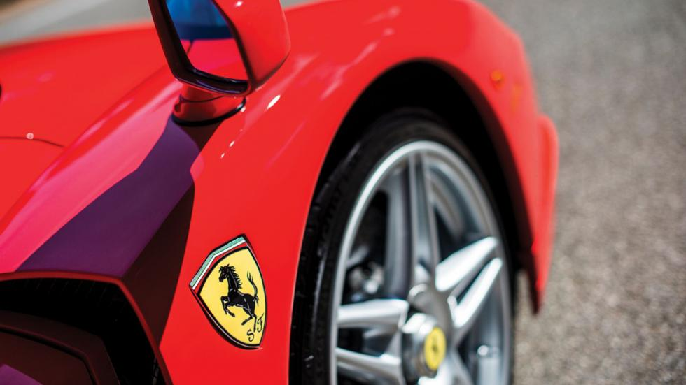 subasta Ferrari Enzo Rosso Scuderia escudo