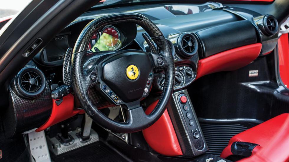 subasta Ferrari Enzo Rosso Scuderia interior