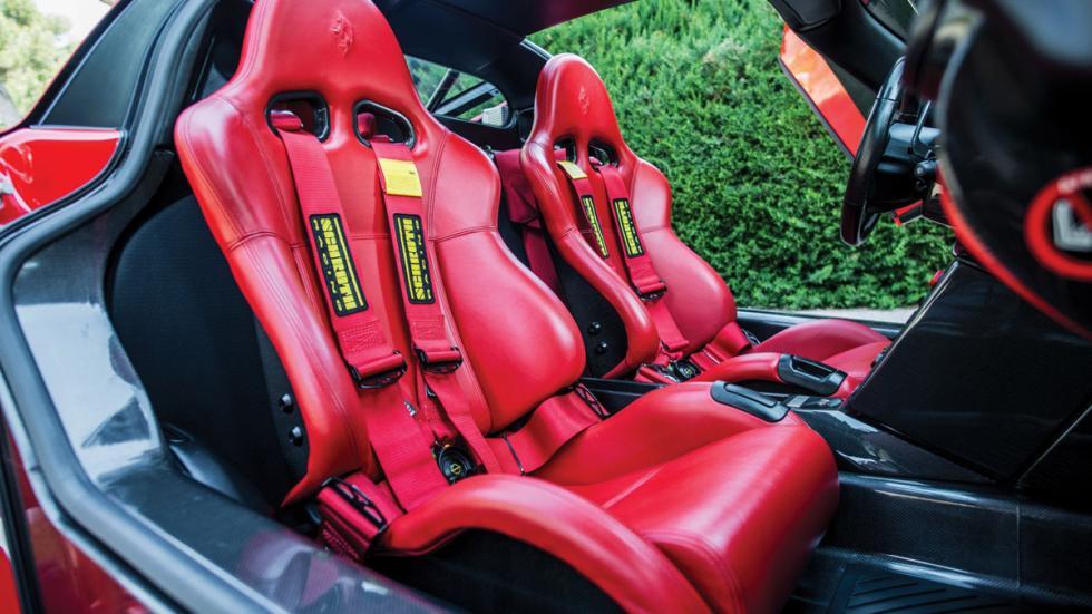 subasta Ferrari Enzo Rosso Scuderia asientos