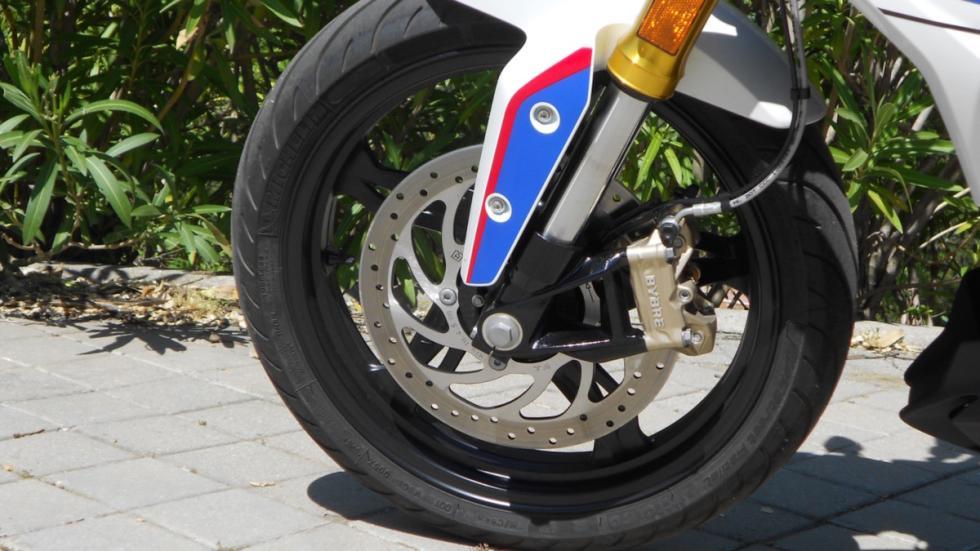 Prueba-BMW-G-310-R-tapón-combustible