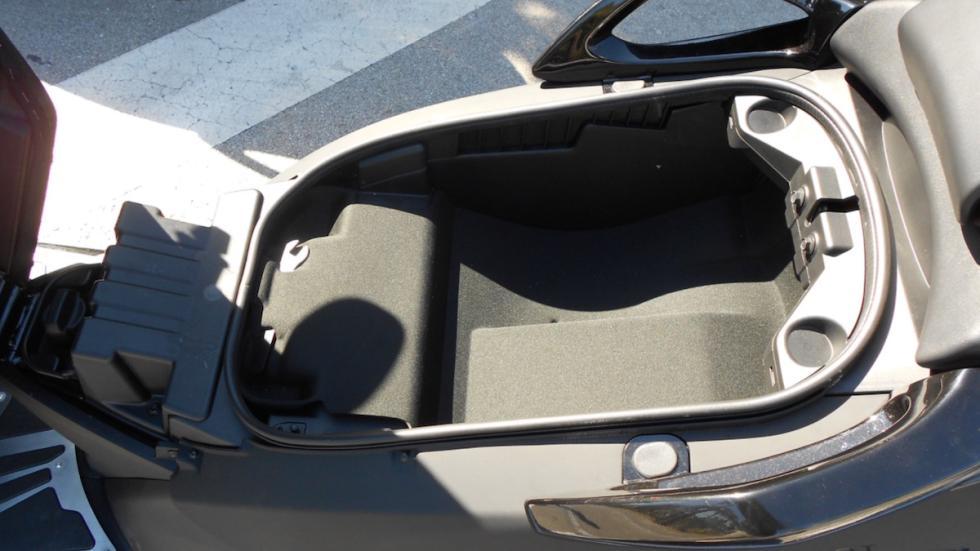 Prueba-nuevo-Peugeot-Metropolis-400-RX-R-2017-maletero