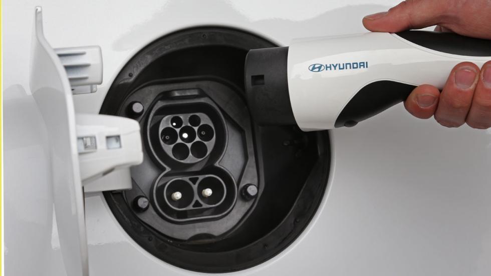 hyundai ioniq eléctrico 2017 enchufe
