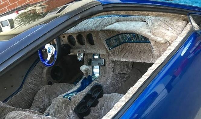 destroza un Pontiac