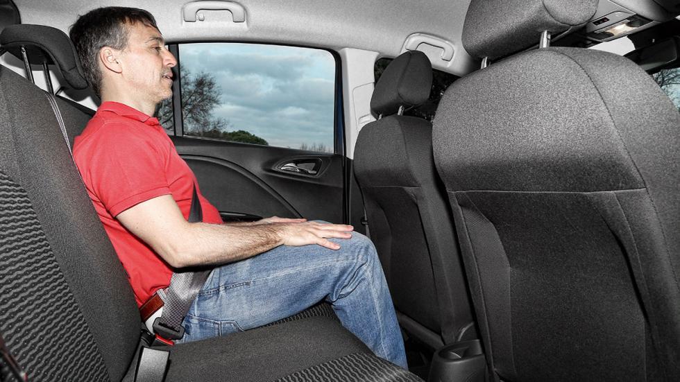 Opel Corsa GLP plazas traseras