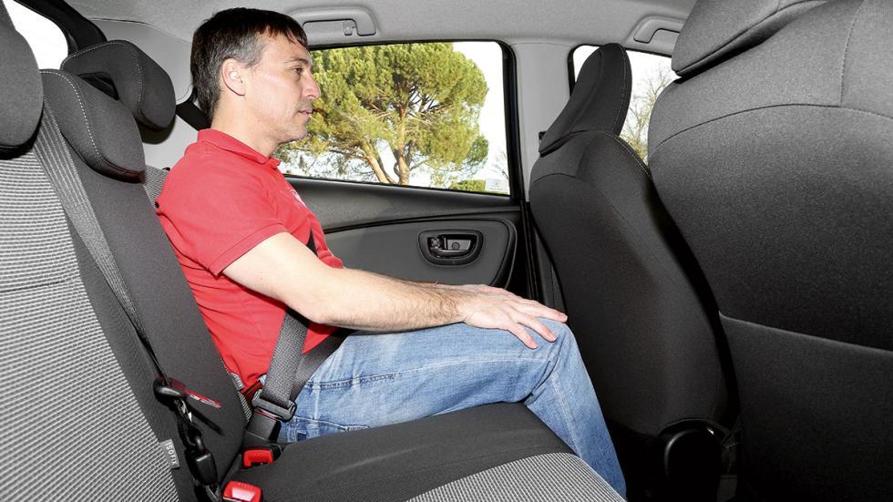 Toyota Yaris Hybrid plazas traseras