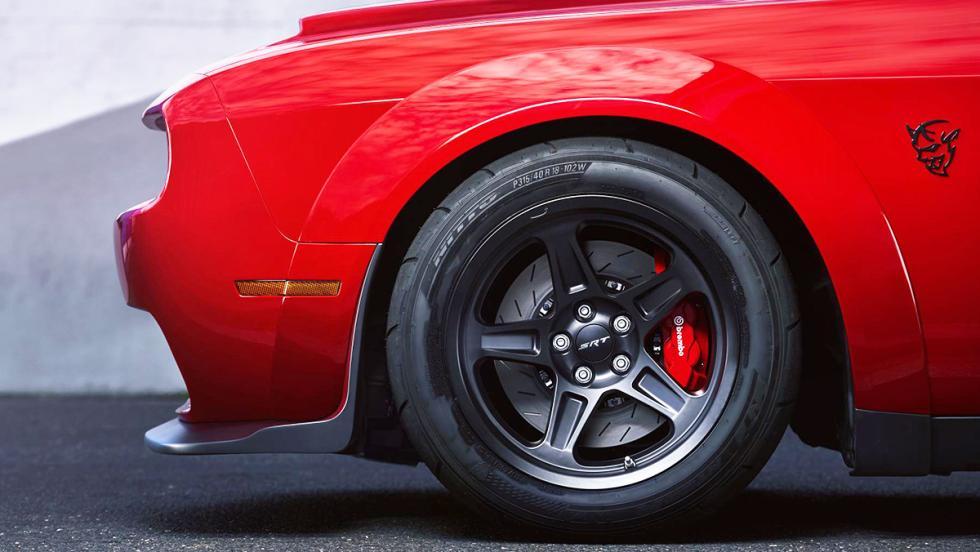 Los datos más brutales del Challenger SRT Demon - Es el primer coche del mundo con neumáticos de dragster