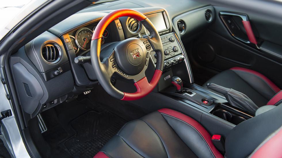 Nissan GTR Hielo interior
