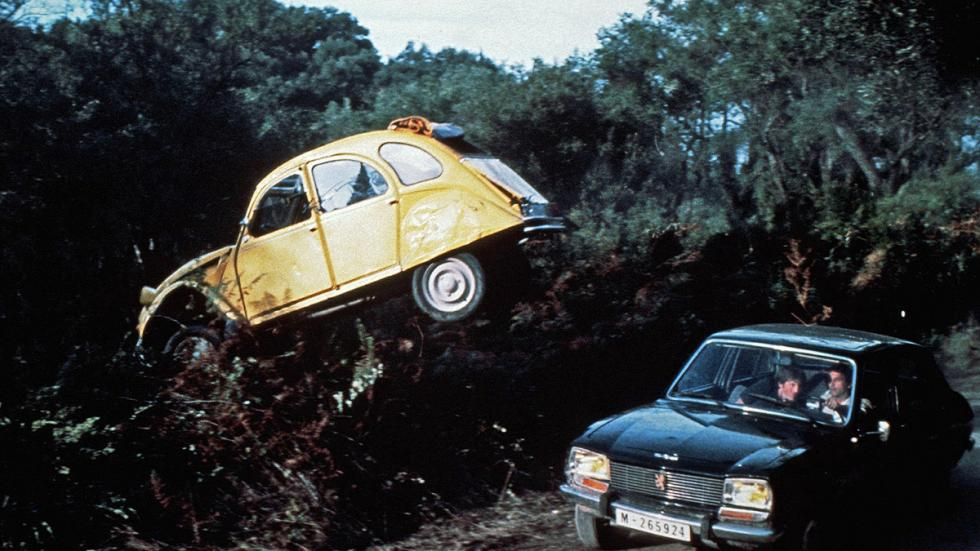 Aterrizando en un 2CV en 'Solo para sus ojos' (1981).