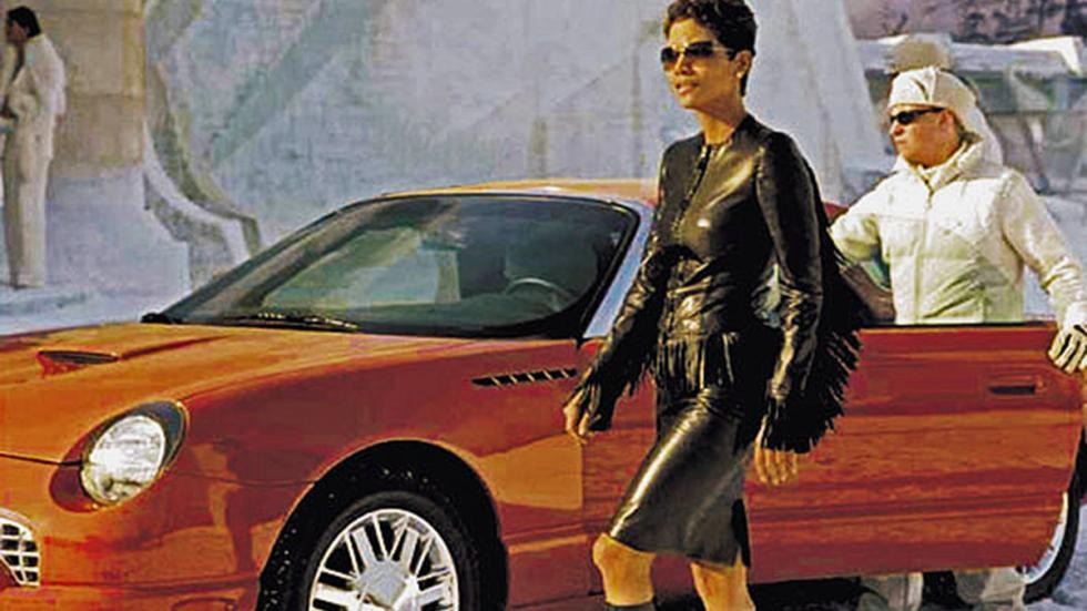 Halle Berry condujo un Ford Thunderbird en 'Muere otro día'
