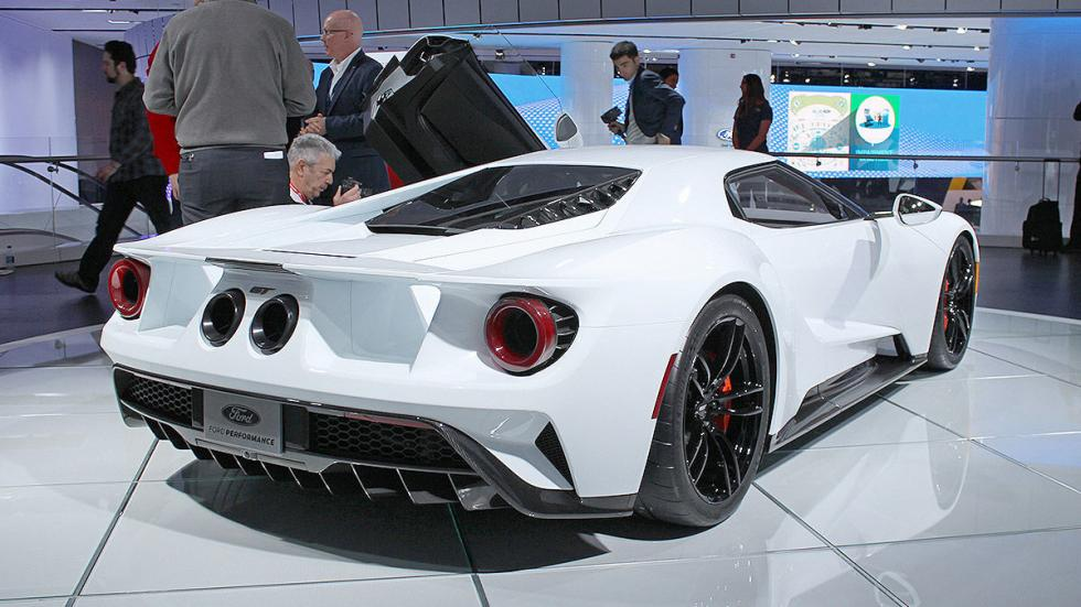 El Ford GT blanco