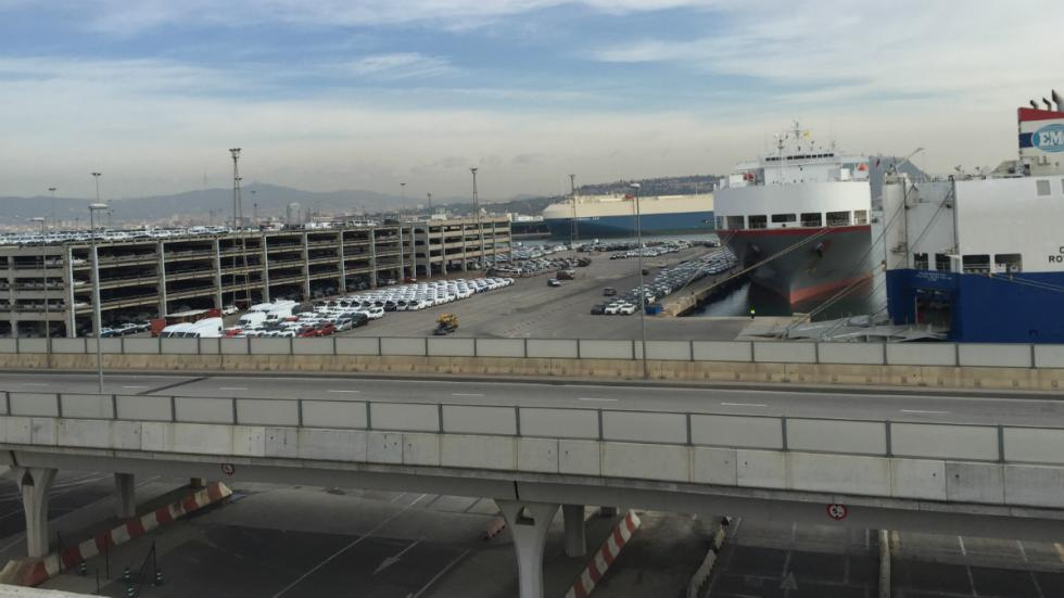 Centro de Distribución de Nissan en el puerto de Barcelona
