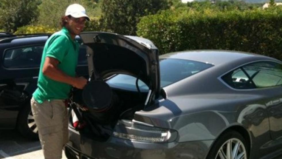 Rafa y su Aston Martin.