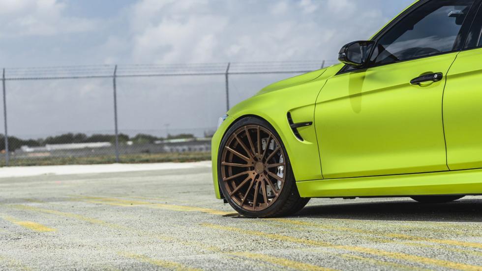 BMW M3 verde lima cromado llantas bronce detalle