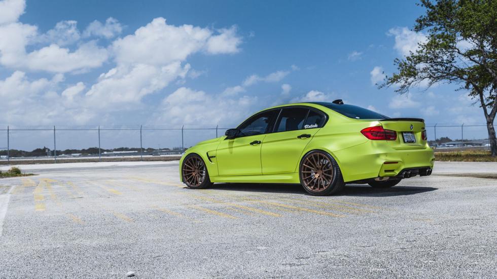 BMW M3 verde lima cromado llantas bronce tres cuartos trasera