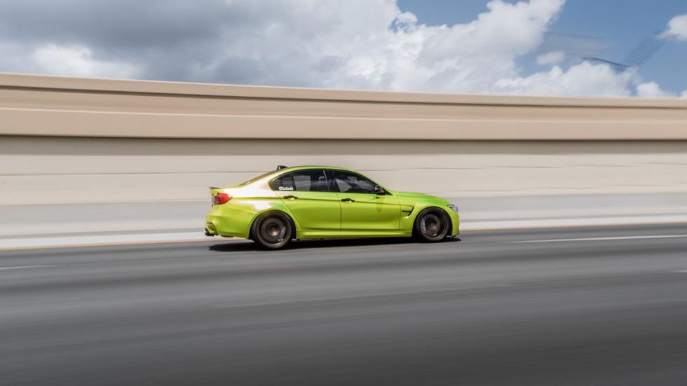 BMW M3 verde lima cromado llantas bronce lateral movimiento