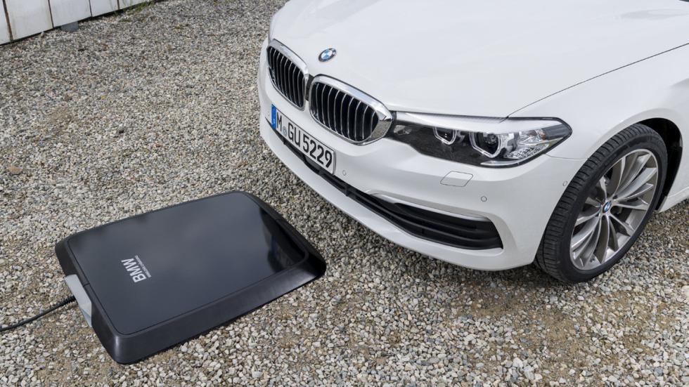 Sistema carga inalámbrica BMW 530e iPerformance delantera